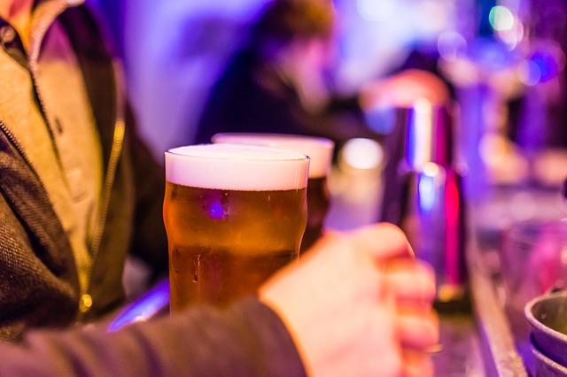 Bier aan de bar